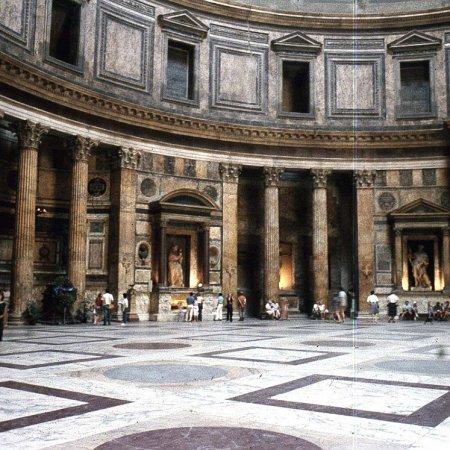 Tour Raffaello en Roma
